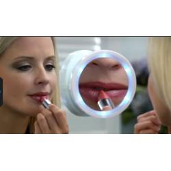 Kosmetické zvětšovací zrcátko s osvětlením