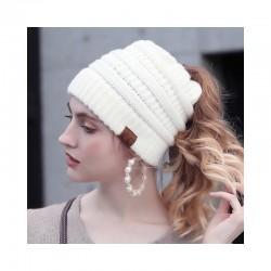 Čepice s otvorem pro culík - bílá
